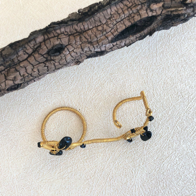 On Trail - Black Onyx Finger Lace Ring